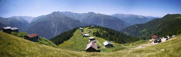 Turquía, rize, meseta de pokut, casas históricas de la meseta y vistas a la naturaleza foto