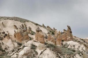 chimeneas de hadas en Capadocia, Turquía, paisaje de chimeneas de hadas foto