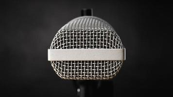 micrófono de cerca para grabación de audio o concepto de podcast foto