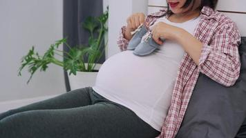 Activity for pregnant women and relaxation to reduce depression video