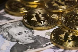 bitcoin y dólar, comprar bitcoin, intercambio de bitcoins foto