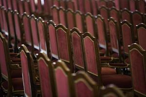 sillas vacías en la sala de conciertos foto