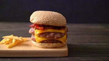 Porkburger with Cheese video