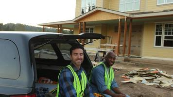 retrato, de, dos, obreros de la construcción video