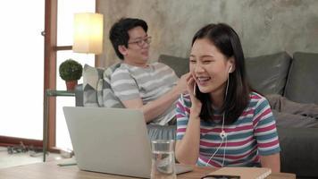 familjeföretag, e-handel och arbete hemifrån i covid-19. video