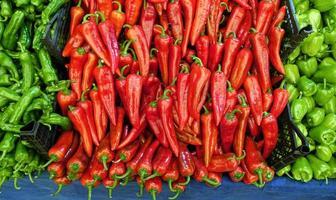pimiento rojo y verde orgánico foto