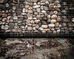 Escenario interior urbano de muro de piedra foto