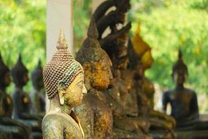 Buda antiguo, muchos estilos tienen óxido y erosión en la textura de la piel. foto