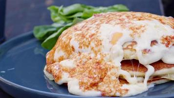Frukostägg i amerikansk stil och pannkaka video