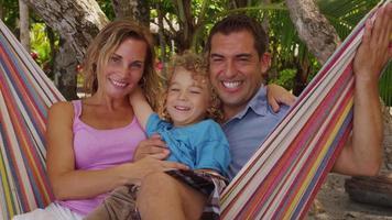 familj i hängmatta, costa rica. video