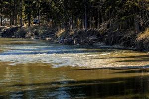 Little Red Deer River en Alberta, Canadá foto