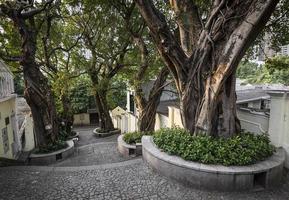 Calcada do Carmo callejón de estilo colonial portugués en la antigua zona de Taipa de Macao, China foto
