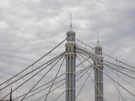 Albert Bridge sobre el río Támesis en Londres foto
