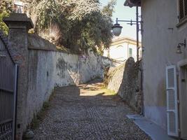 vista del casco antiguo de la ciudad de rivoli foto