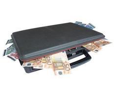 maleta con dinero foto