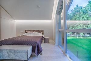 dormitorio a través de la ventana foto