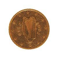 Moneda de 50 centavos, unión europea, irlanda aislado sobre blanco foto