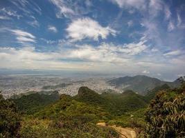 vista desde el pico de tijuca en el parque nacional de tijuca foto