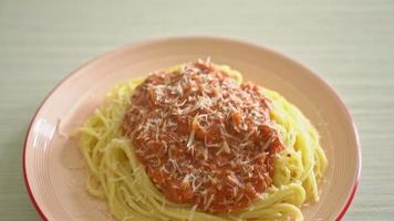 Pork bolognese spaghetti with cheese video