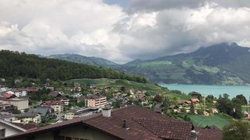 Spiez City com Thun Lake na Suíça video