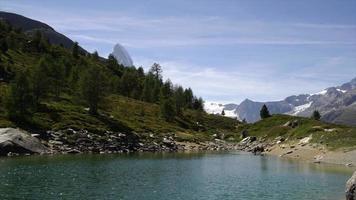 timelapse vue sur le cervin avec ciel bleu à zermatt, suisse video