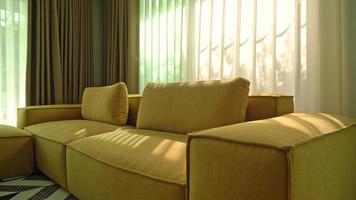 sofá vazio na sala de estar video