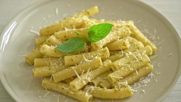 Pesto rigatoni penne pasta with cheese video