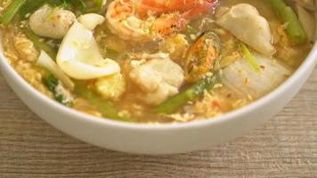 sukiyaki med skaldjursskål video