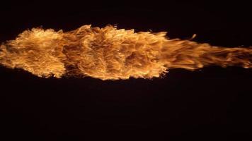 lançador de chamas em câmera lenta filmado em phantom flex 4k a 1000 fps video