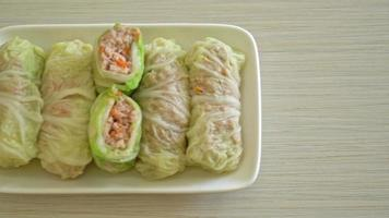 Steamed cabbage wrapped minced pork video