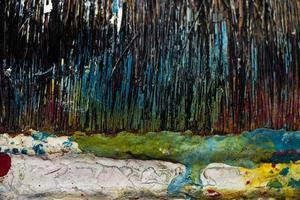 pinceles de reparación manchados con pinturas multicolores foto