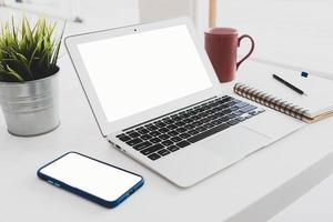 Configuración de escritorio en la oficina. foto