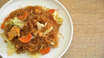 stekt vermicelli med grönsaker och ägg video