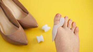 tratamiento y prevención del hallux valgus. dedo de silicona foto