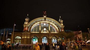 Estación de tren en la ciudad de Frankfurt, Alemania video