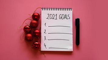 lista de objetivos para el concepto 2021. vista superior, plano, espacio de copia foto