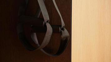 Acercamiento del entrenamiento de suspensión en casa foto
