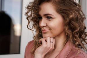 retrato de una mujer muy feliz foto
