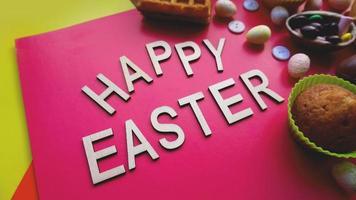 decoración de huevos de pascua sobre fondo rosa. endecha plana foto