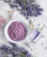conjunto de cosmética de spa orgánica natural con lavanda. foto