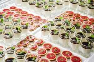 postres gourmet franceses sofisticados y tartas dulces en exhibición foto