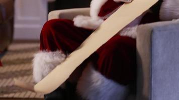 jultomten skriver på stygg och fin lista video