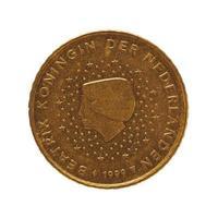 Moneda de 50 centavos, unión europea, países bajos aislado sobre blanco foto