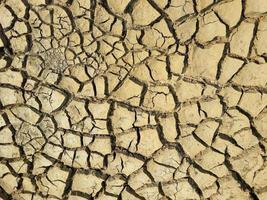 tierra agrietada con textura foto