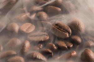 granos de café buen olor aroma bebiendo en la mañana para despertar foto