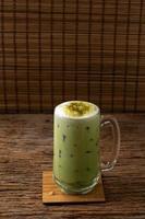 greentea matcha latte bebida fría beber frescura foto