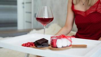 desayuno para novia. día de san valentín por la mañana foto