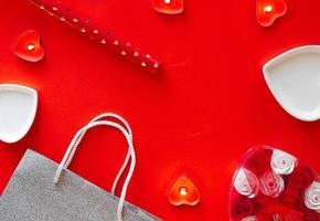 vista superior - fondo rojo festivo para el día de san valentín foto