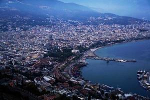 alanya city - turquía, puerto por la noche foto