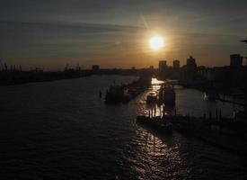 Vista de la ciudad de Hamburgo al atardecer foto